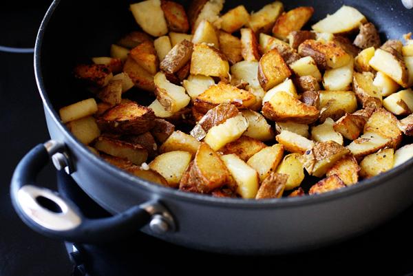 Жареная картошка с чесноком на сковороде рецепт